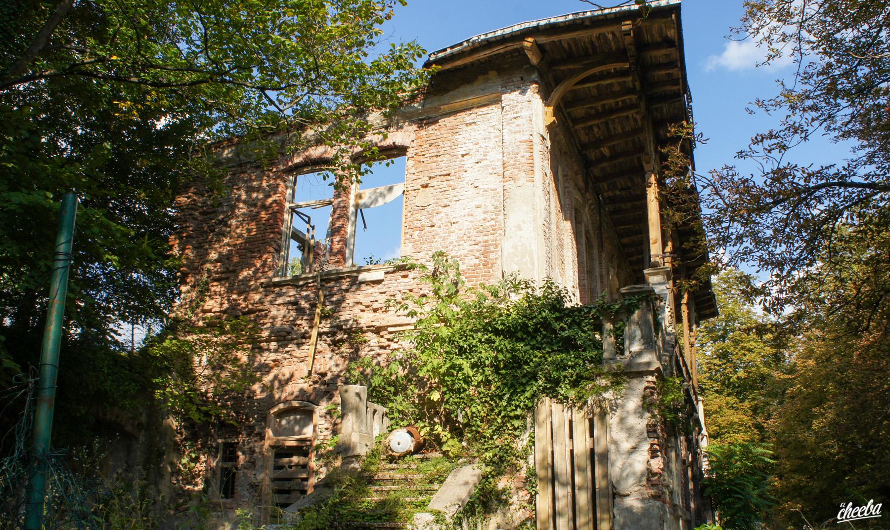 Découverte de la Villa Rikli en Slovénie - Urbex en Slovénie by El Cheeba