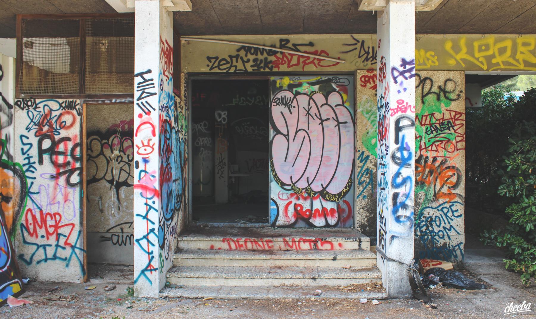 Urbex à la piscine de Luminy, abandonnée à Marseille - Urbex Paca